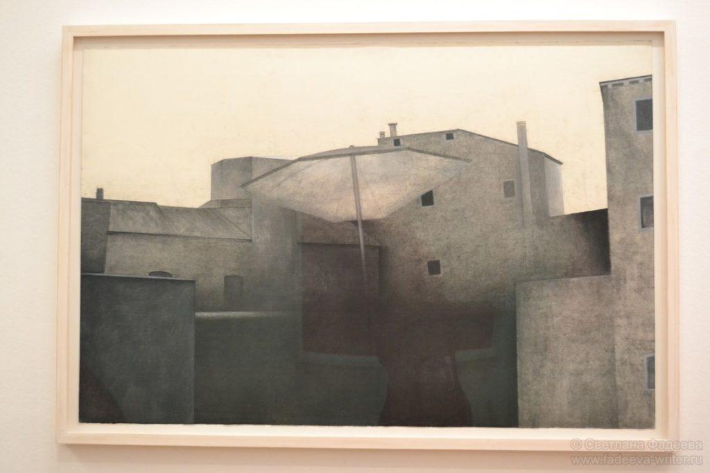 В зале современного искусства