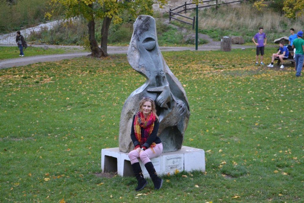 На полянке, возле замка Лихтенштейн