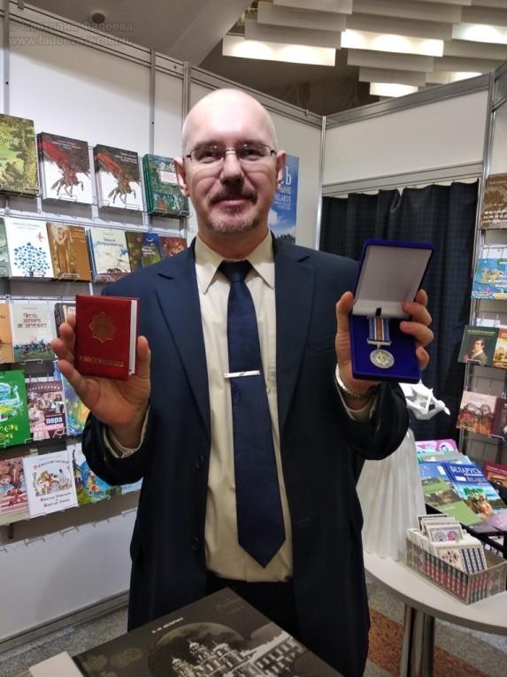 На XXVI Минской международной книжной выставке-ярмарке с директором издательства «Беларусь»