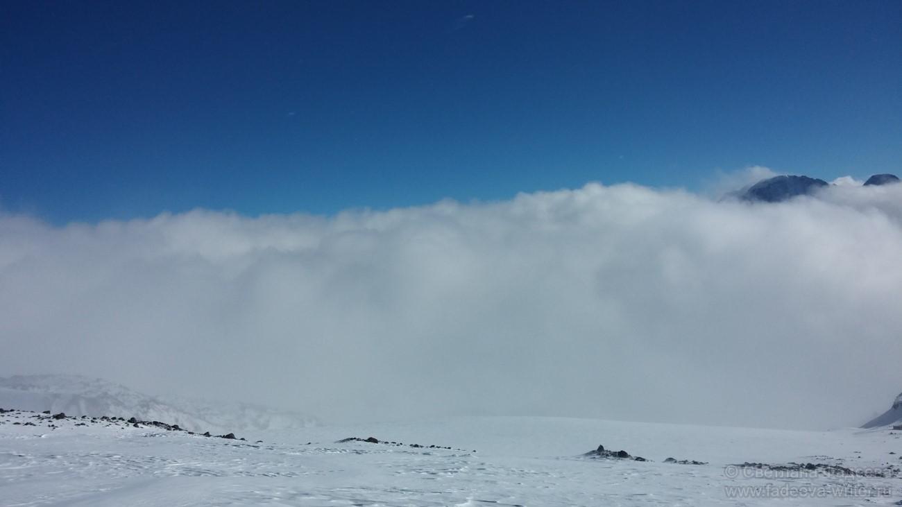 Погода в горах во второй половине дня резко ухудшается, поэтому, если не успели дойти до выбранного места до 13 часов, лучше вернуться.