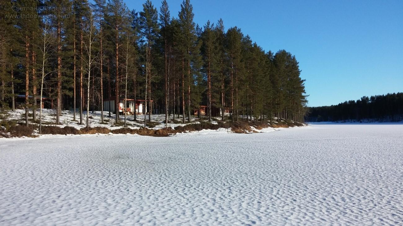 А это, дорогие друзья, самое что ни на есть настоящее озеро, спящее подо льдом.