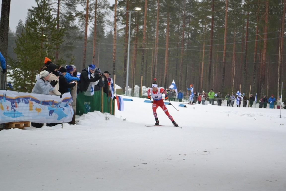 Чемпионат Мира по биатлону 2015. Мужская гонка преследования. 41-летний Бьорндален, выигрывающий по скорости у двадцатилетних спортсменов. За техникой его хода можно наблюдать бесконечно.