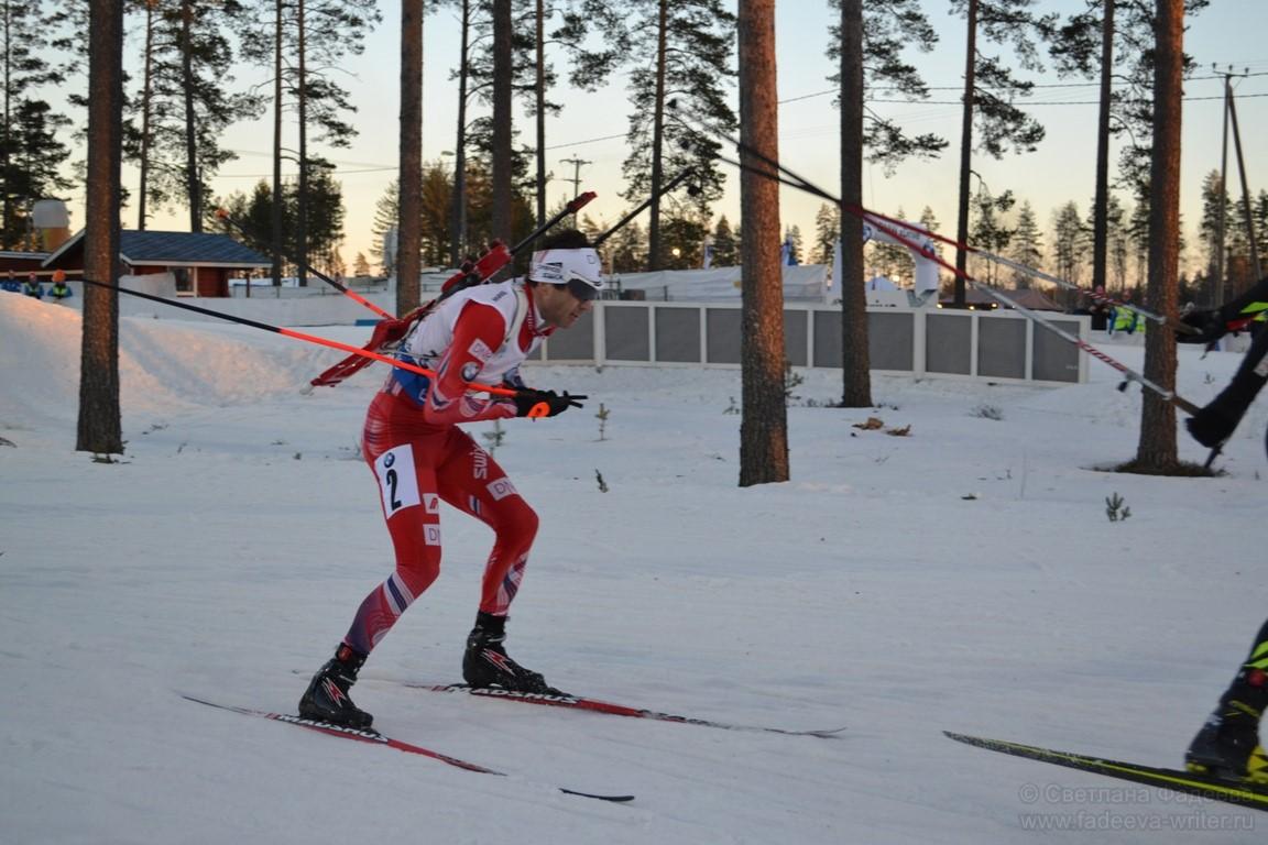 Уле Эйнар Бьорндален, бегущий за Норвегию на первом этапе.